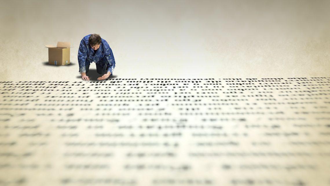 Dirigeant retravaille le texte d'un employé